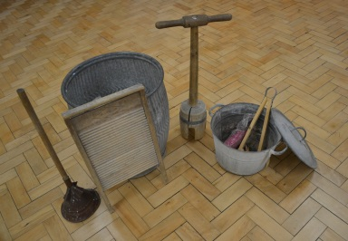 Laundry the old-fashioned way. Courtesy of Worthing Museum and Art Gallery.